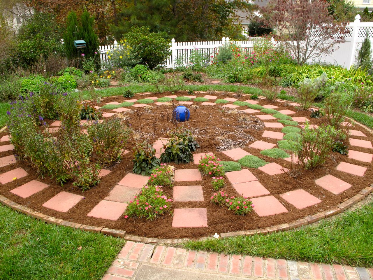 Round garden design home design for Circular garden designs