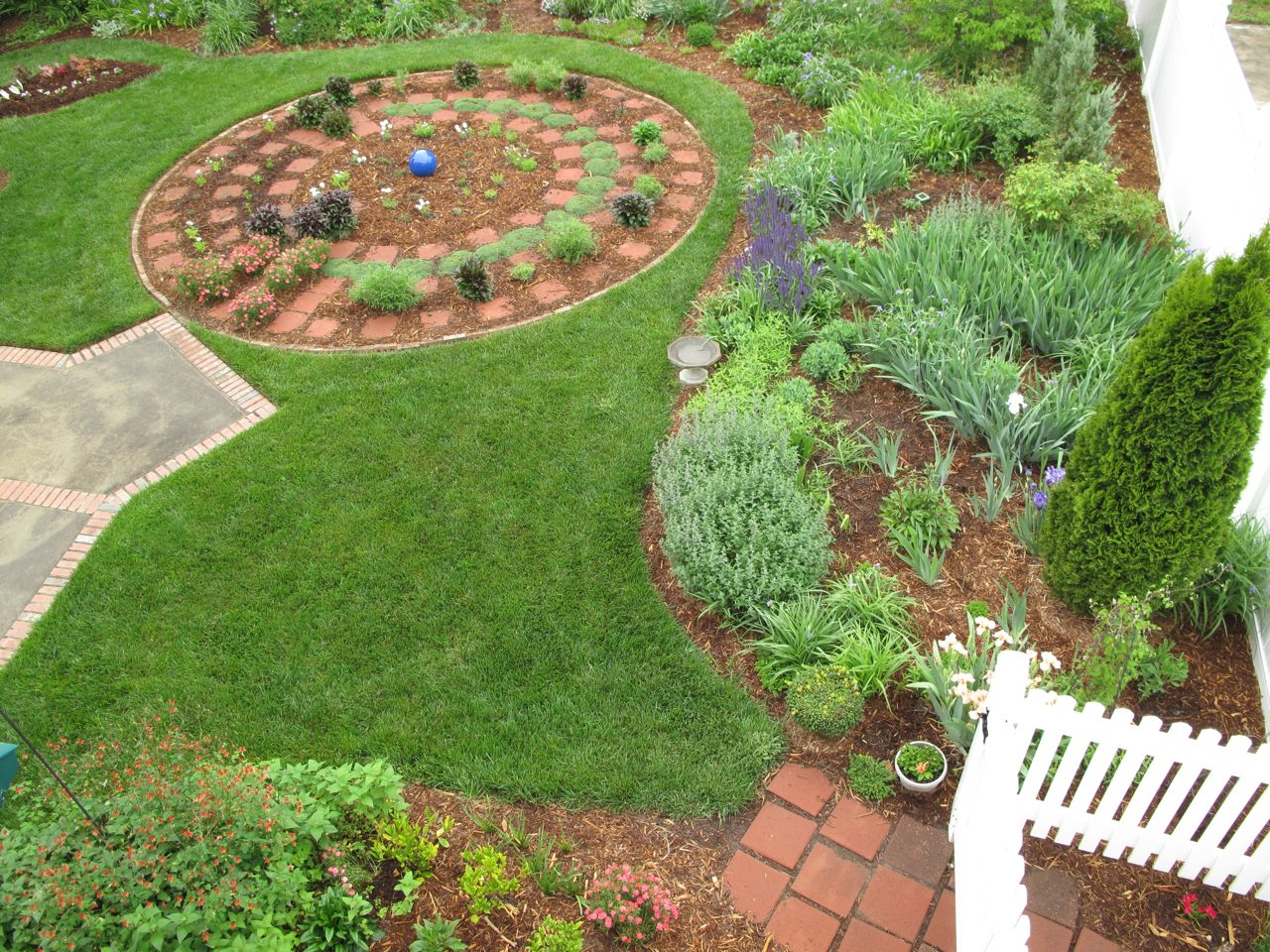 Perfect circle garden design garden design 25 for Perfect garden design