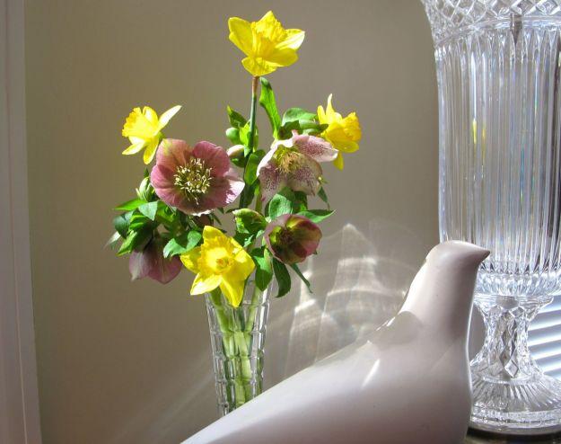 Monday Vase With Dove