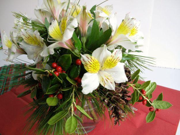 Alstroemeria (Peruvian lily), Pine, Holly